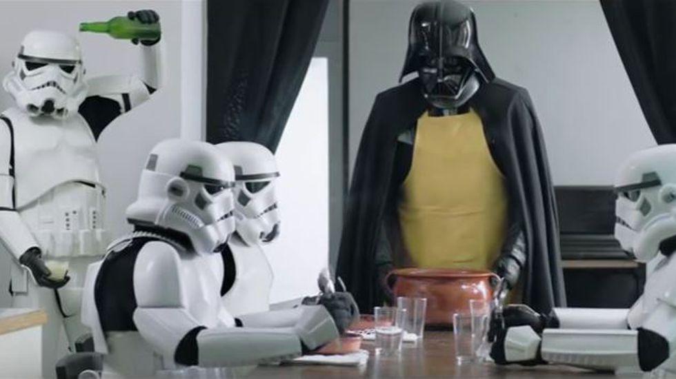 Darth Vader te enseña a cocinar una fabada.Turistas en Oviedo