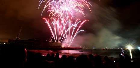 La costumbre marca que el Combate Naval de Vilagarcía se celebre el sábado siguiente a la festividad central de San Roque.