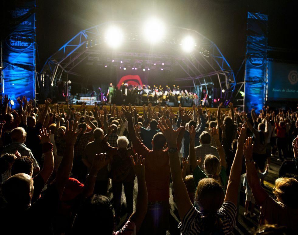 El público abarrota la Alameda en los conciertos.
