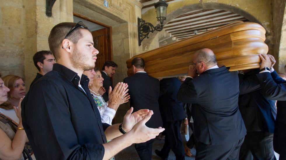 Jorge Javier protagoniza la primera promo de «Gran Hermano17».El féretro de Gustavo Bueno llevado, entre aplausos, al interior del ayuntamiento de Santo DOmingo de la Calzada