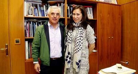Esta empresa 3D también se montó un garaje.Evaristo Portela se reunió con la diputada provincial Ana Isabel Vázquez.