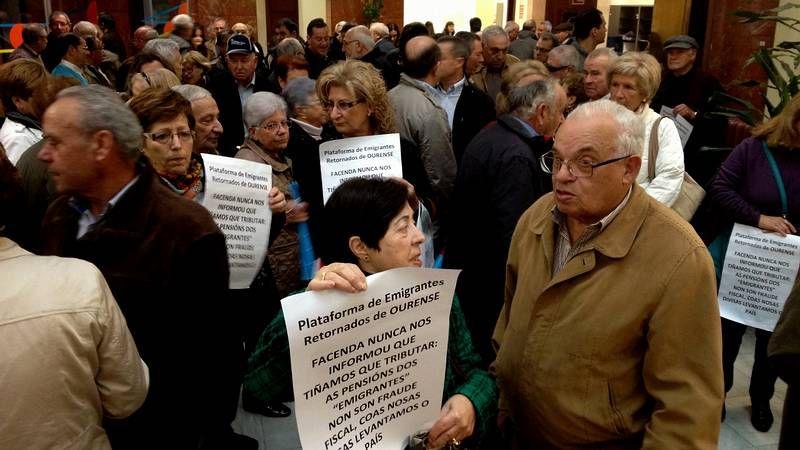 Protesta ante la sede de Hacienda de Ourense