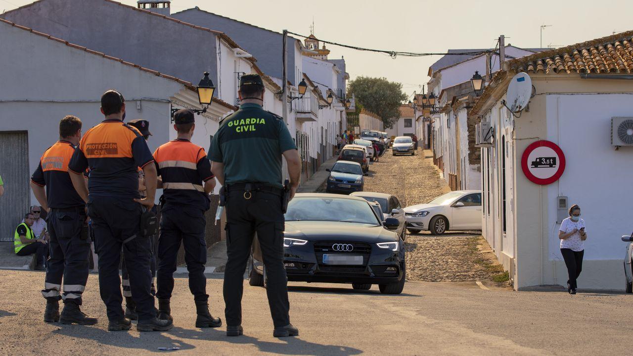 Desalojo de la localidad de El Buitrón, en Huelva, por los incendios en la zona