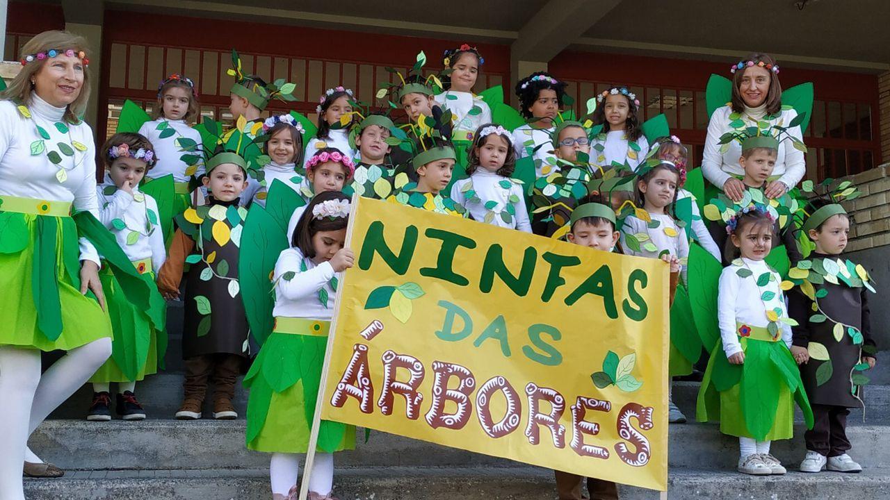 Sábado de piñata en Celanova.Niños y mayores disfrutaron de lo lindo con el desfile.