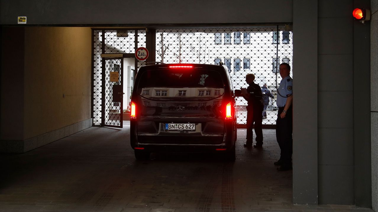 Una furgoneta llevó ayer al Ministerio de Justicia alemán toda la documentación relativa al escándalo de Facebook en el país