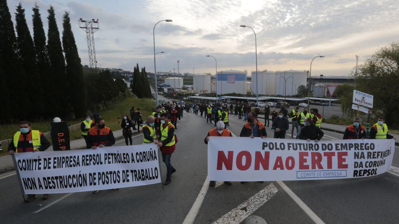 La protesta de los trabajadores de Repsol, en fotos