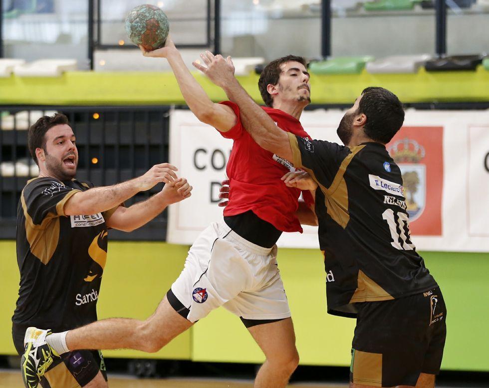 Los errores en defensa y ataque penalizaron al Octavio en su primer partido en casa.