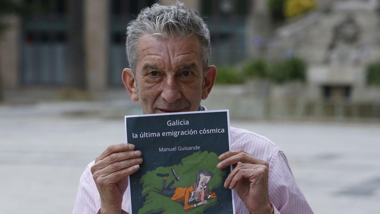 El sueño espacial de Jeff Bezos.Guisande muestra la viñeta de Pinto & Chinto que ilustra la portada de su nueva novela, «Galicia, la última emigración cósmica».