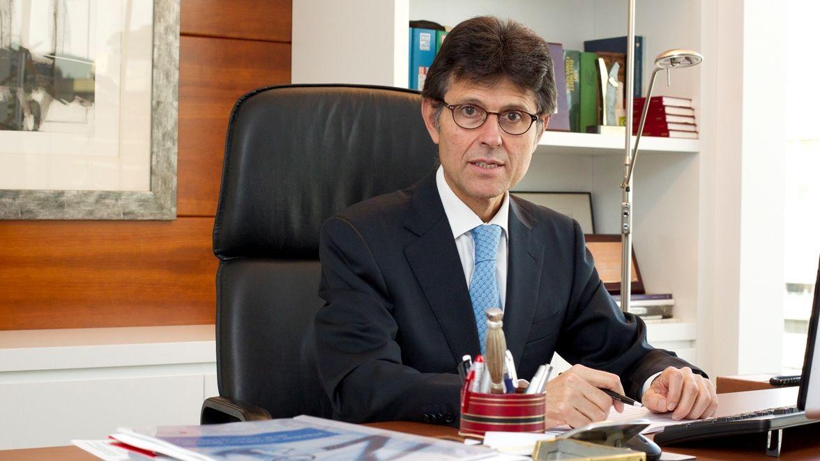 En directo y en streaming   Comparecencia del conselleiro de Sanidade.Arnés es el director general de Farmaindustria desde el 2001