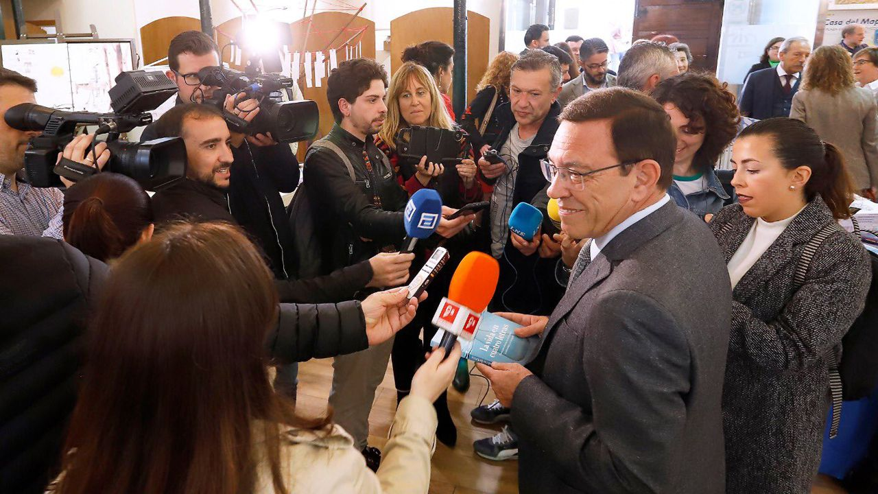 Juan Vázquez en el acto de inauguración de LibrOviedo