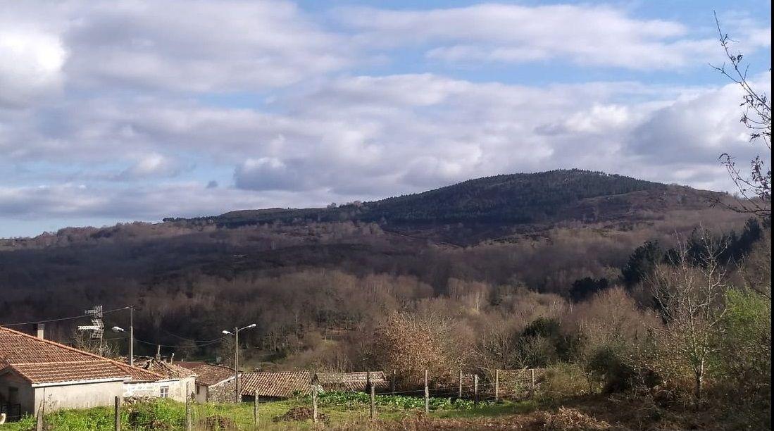 Monte donde se proyecta el parque eólico de Celanova