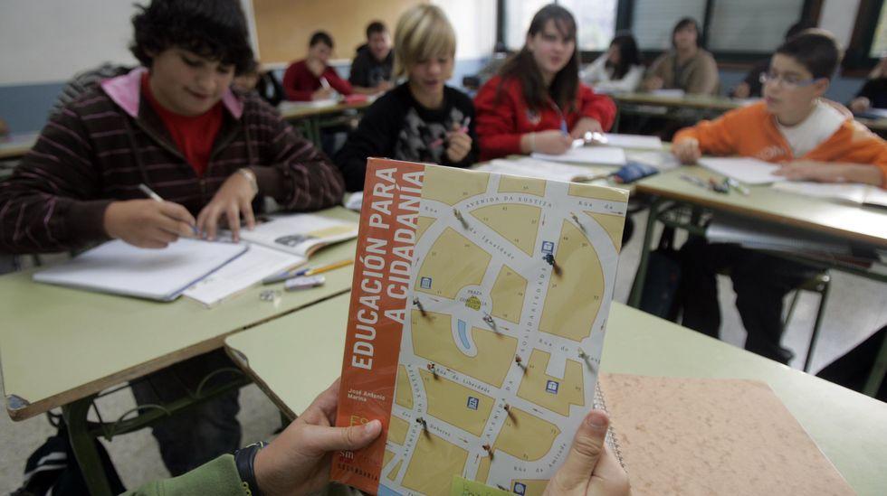 Nervios, mascarilla y distancia en la selectividad gallega.Imagen de archivo del primer año de Educación para la Ciudadanía en secundaria, en el curso 2008/09