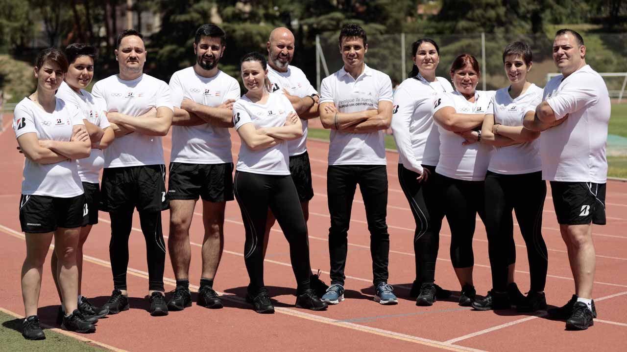 Grupo participante en la inciativa «Héroes del día a día» junto con el triatleta Javier Gómez Noya