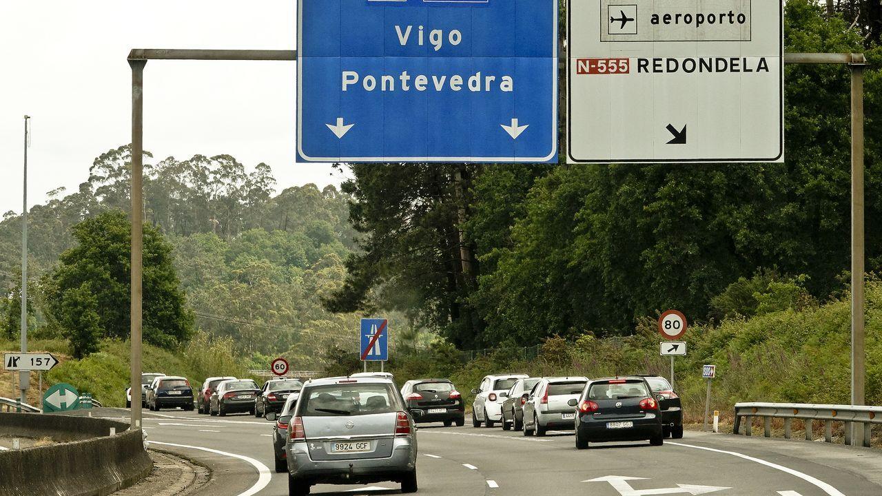 Siguen las retenciones en el acceso al centro de vacunación instalado en el Ifevi de Vigo