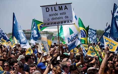 La directora ejecutiva de Petrobras, Maria das Graças Silva Foster, llegando al aeropuerto de Brasilia.