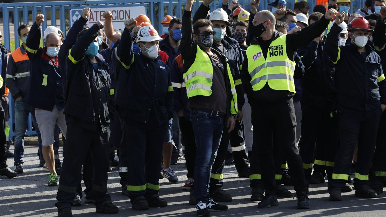 Concentración Alcoa en Xove.Imagen de una reciente asamblea de trabajadores de Alcoa San Cibrao