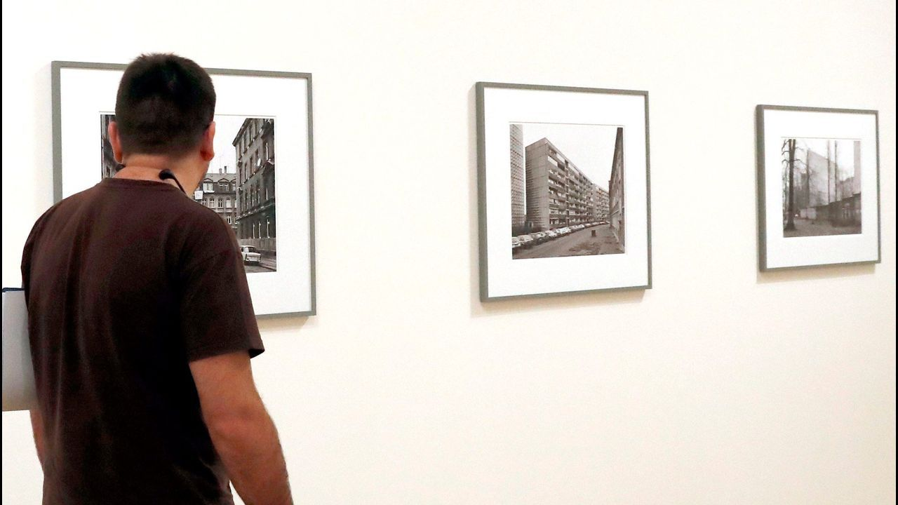 La muestra reúne más de 400 fotografías de Struth