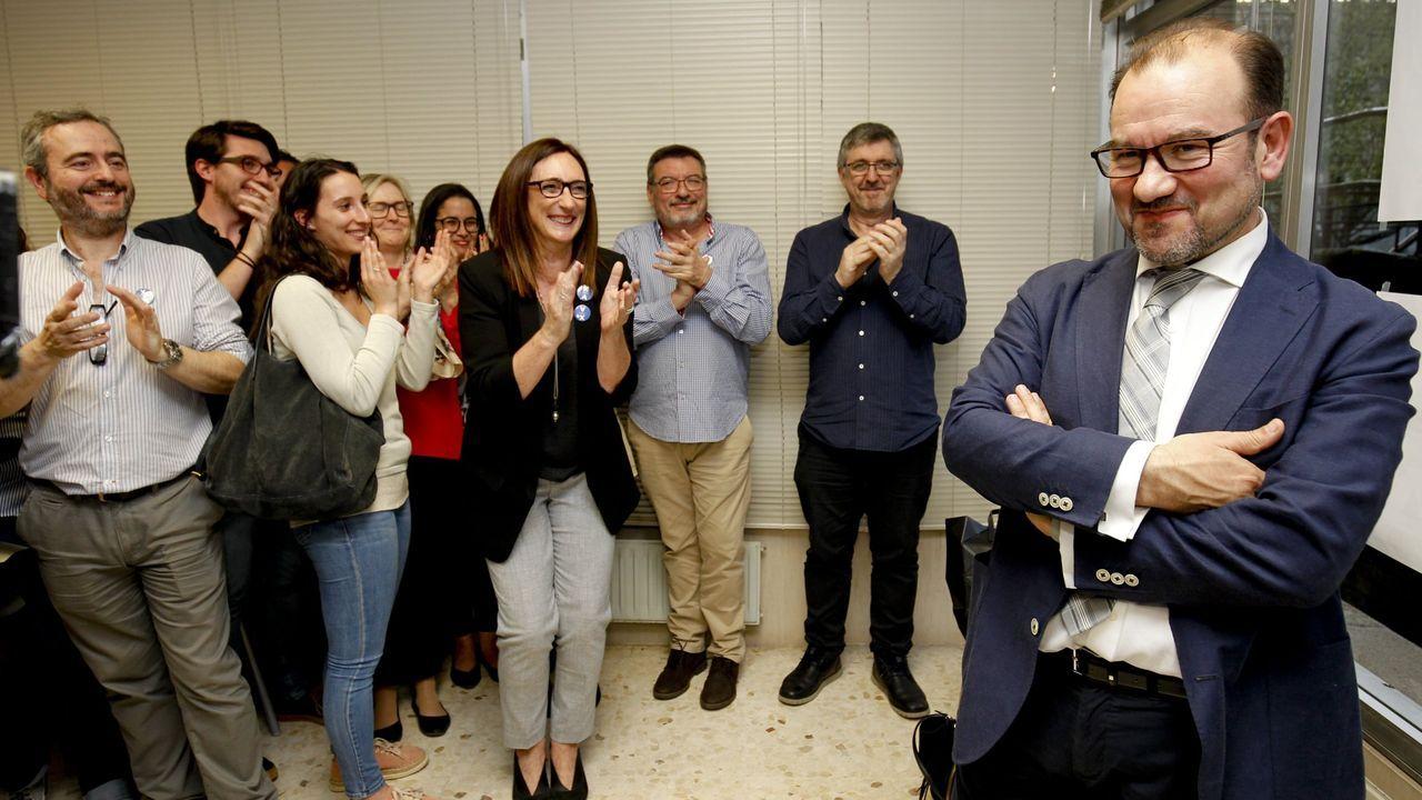 Rueda de prensa de Feijoo tras la reunión interdepartamental del coronavirus.Imagen de archivo del marisqueo ilegal furtivo