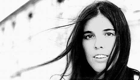La Voz: Dina Arriaza.Puertos de abrigo es el nuevo trabajo de Dulce Pontes.