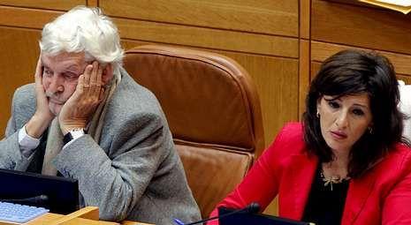 Xosé Manuel Beiras y Yolanda Díaz, en sus escaños del Parlamento gallego.
