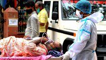 Traslado de un paciente de covid en la India