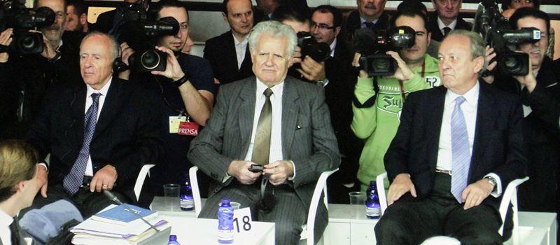 Apostolos Mangouras, Nikolaos Argyropoulos, y José Luis López Sors, en el banquillo de los acusados.
