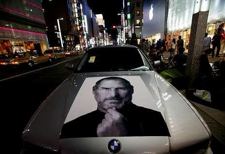 Error en la pantalla del iPhone 5.Una foto de Steve Jobs sobre el capó de un coche aparcado en un barrio de Tokio el mes pasado.<span lang= es-es > </span><span lang= es-es >Toru Hanai </span><span lang= es-es >reuters</span>