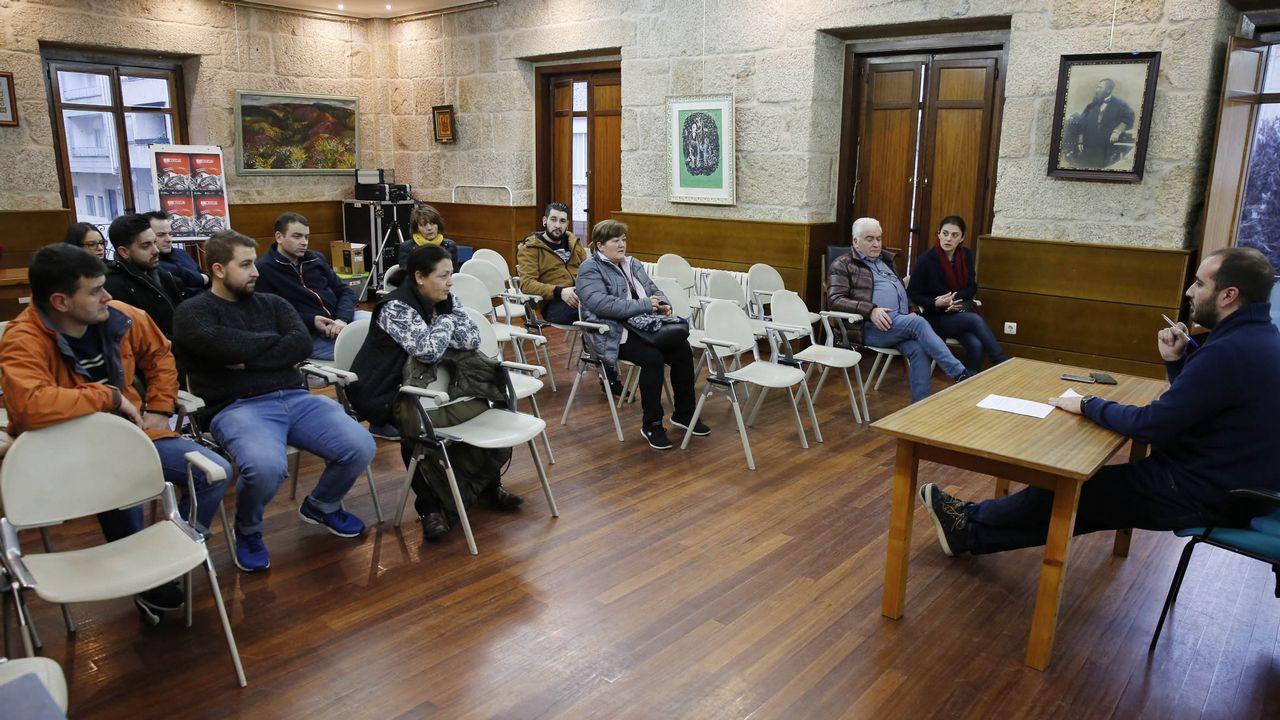 Las familias políticas de Ourense.Los cigarrones de Verín estuvieron el sábado en Viana do Bolo y el domingo en Vilariño de Conso