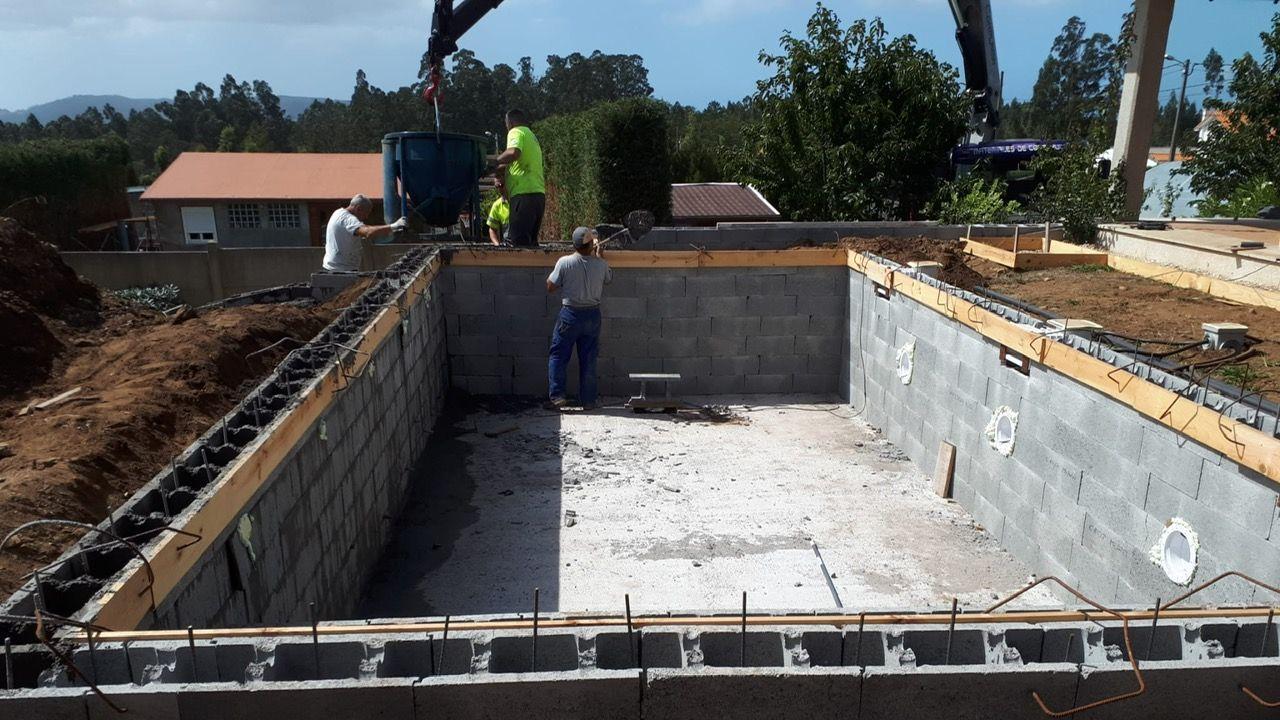 Una piscina de la firma local Vaes en proceso de construcción