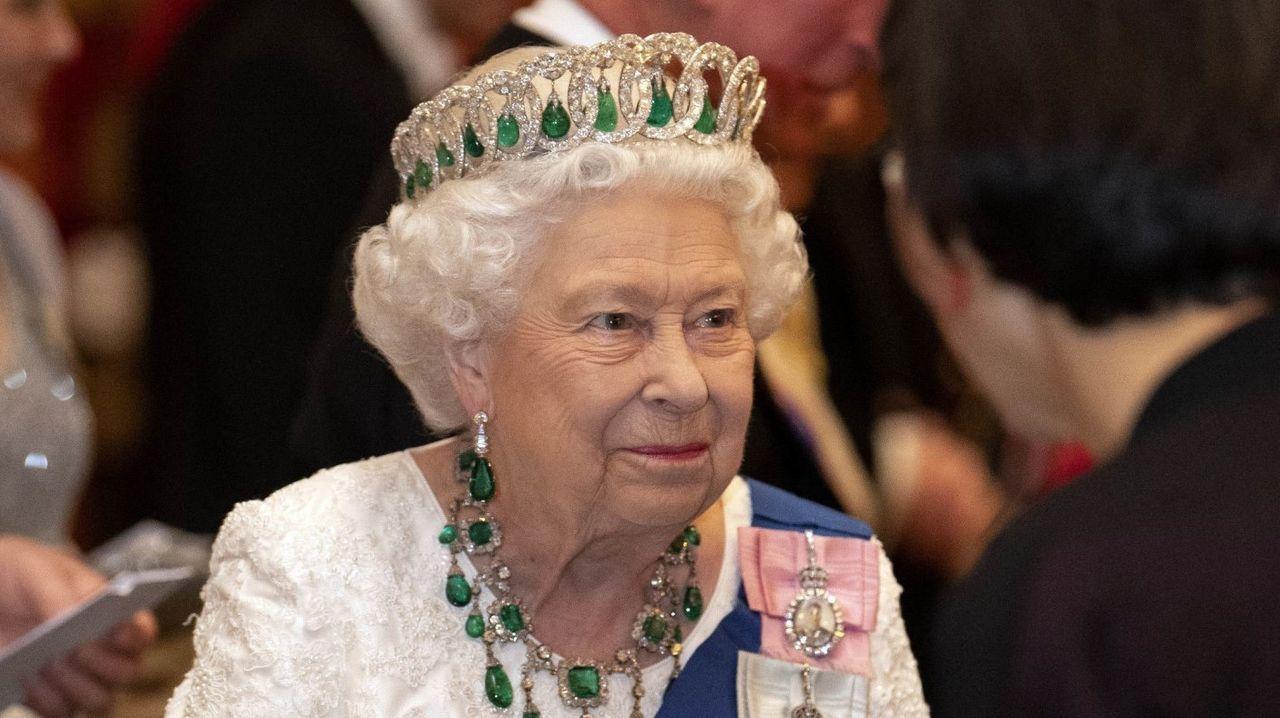 El mundo toma el pulso a la pandemia.Isabel II, en una foto de archivo