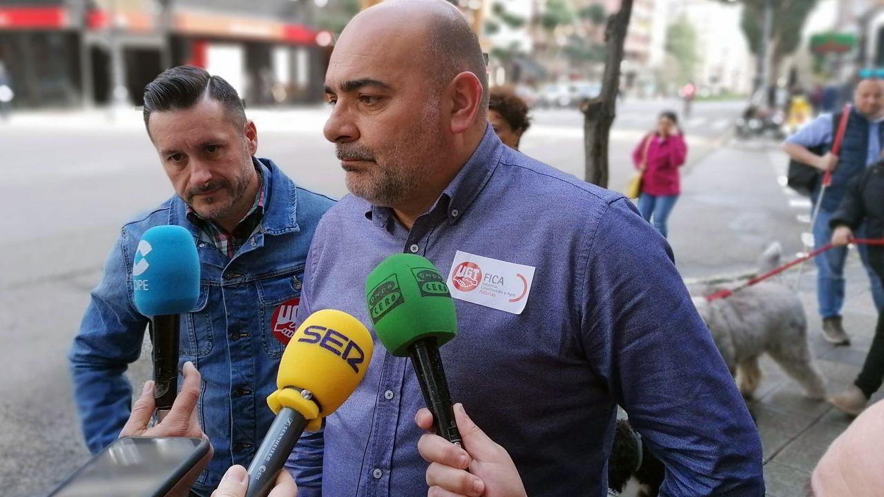 El presidente del Comité de Empresa de ThyssenKrupp Norte, José Ramón García Iglesias, junto a Javier Fernández Lanero.