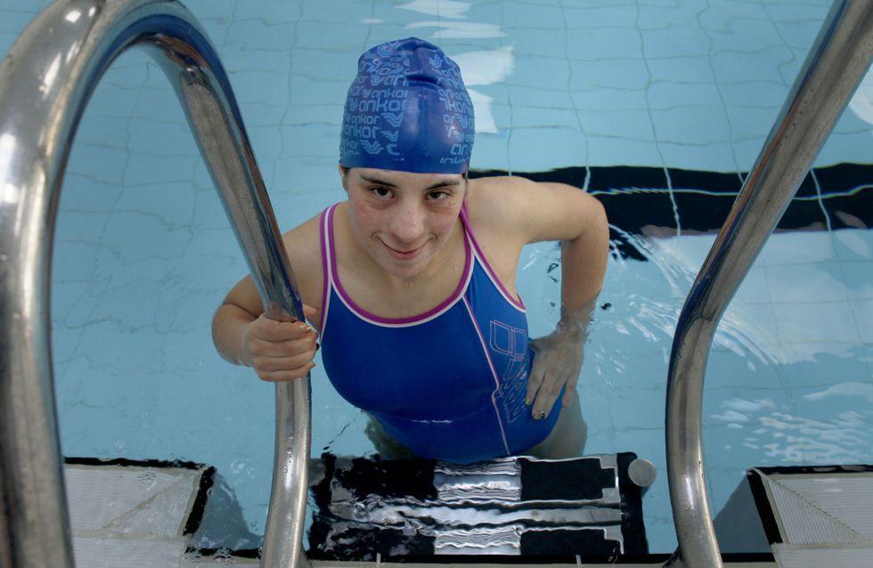 La nadadora boirense Iria Gómez, en la piscina de A Cachada, donde entrena cada tarde durante dos horas para mejorar sus tiempos.