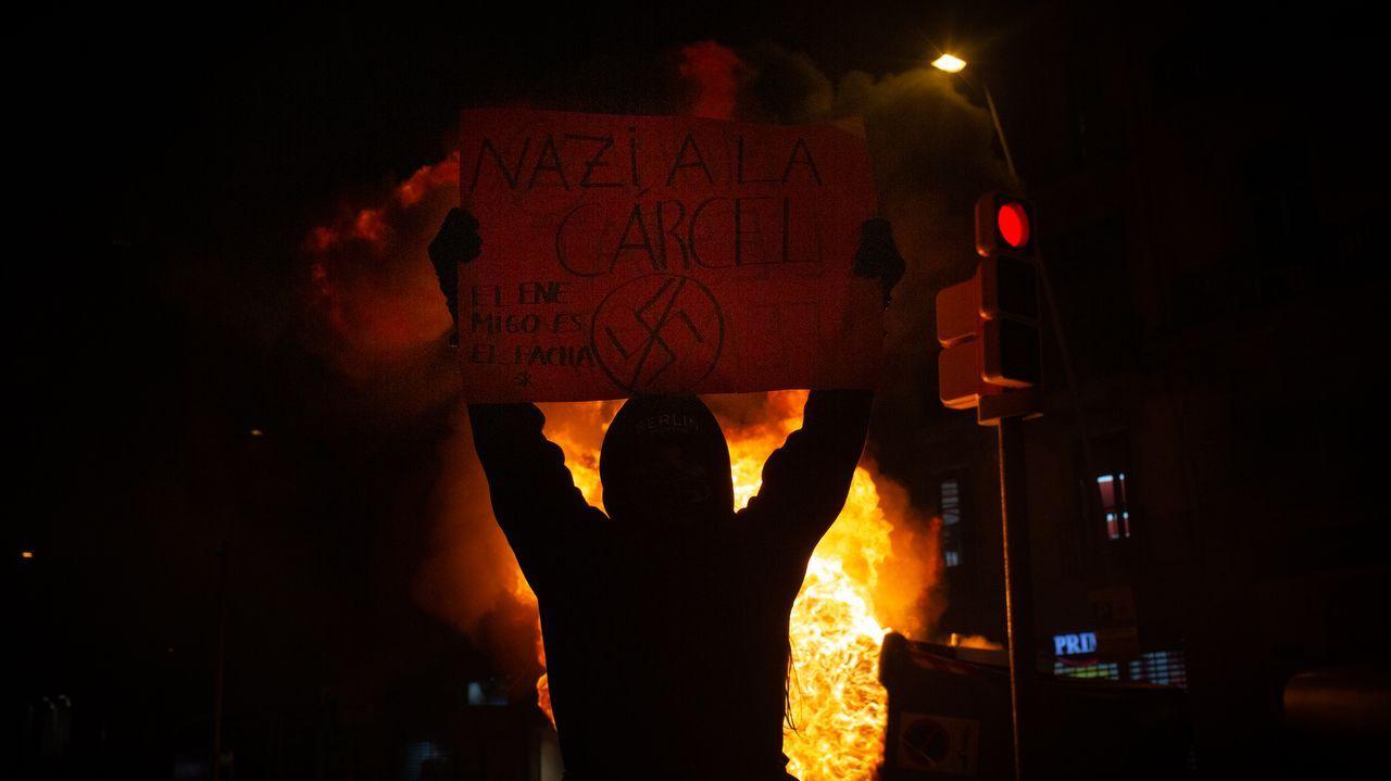 EN DIRECTO: Manifestación en Barcelona en apoyo al rapero Hasel.Un tripulante del Hespérides en el buque antes de que tuviese que regresar a Las Palmas