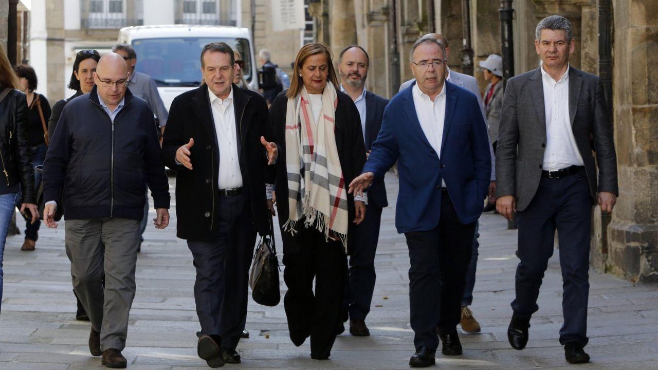 Abel Caballero, Carmela Silva y Xosé Sánchez Bugallo, paseando por las calles de Santiago