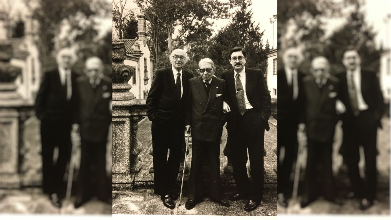Salvador Fernández Moreda acompañado por los literatos Gonzalo Torrente Ballester y José Saramago