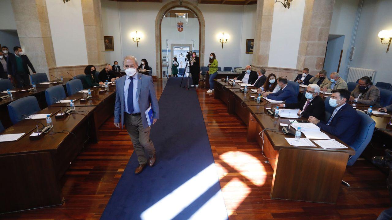 Cómo puede ayudar a los conductoresel 5G.Entrada del presidente de la Diputación en el salón de plenos provincial