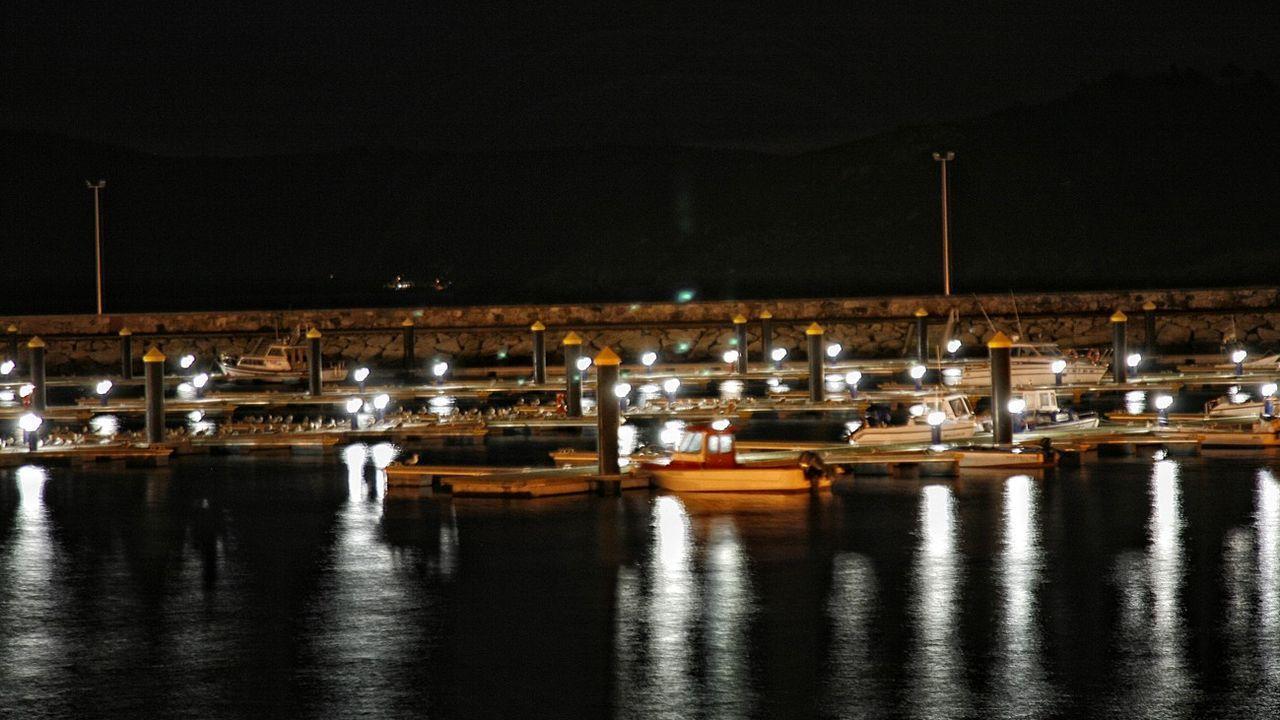 Vista nocturna del puerto deportivo de Muxía, en una imagen de archivo