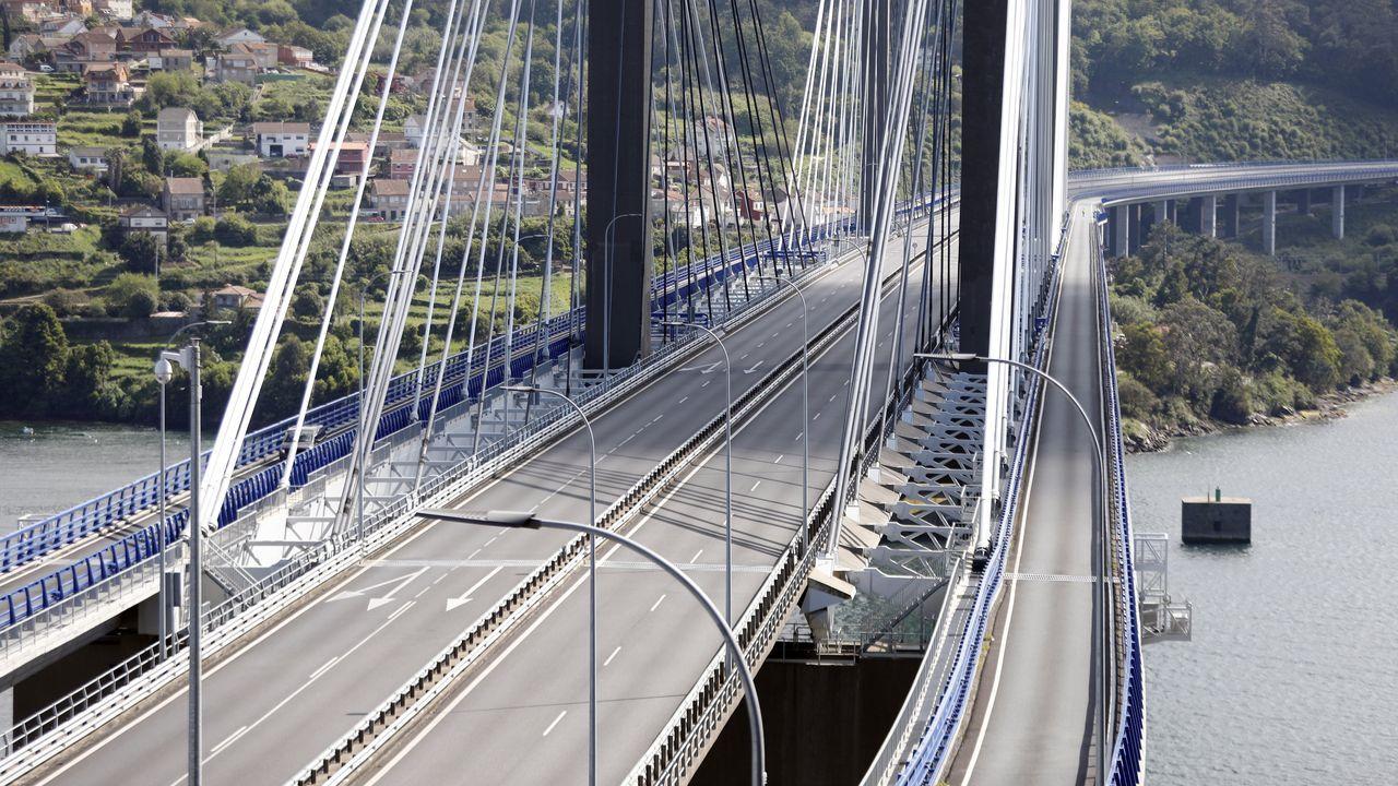 Las amplaiciones de viales que el Estado sí pagó.Imagen del puente de Rande sin un solo vehículo por efecto del confinamiento