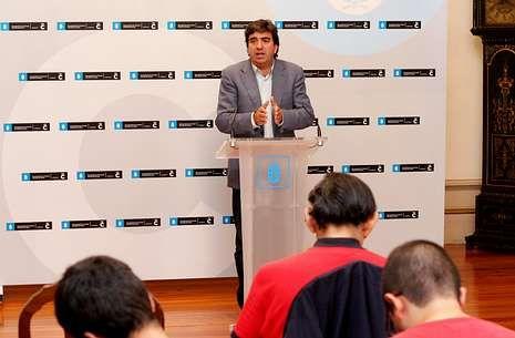 El edil Martín Fernández, durante la presentación del proyecto Smart City.