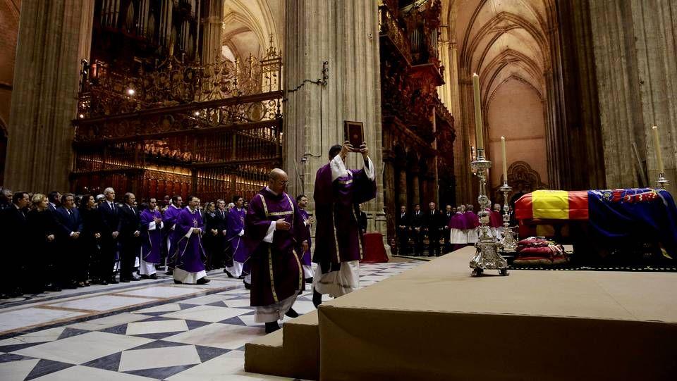 Funeral por la duquesa de Alba en la catedral de Sevilla.