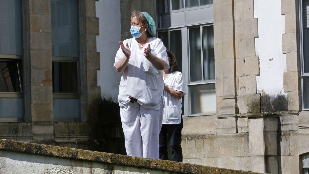 Personal del Hospital Provincial de Pontevedra, durante una concentración