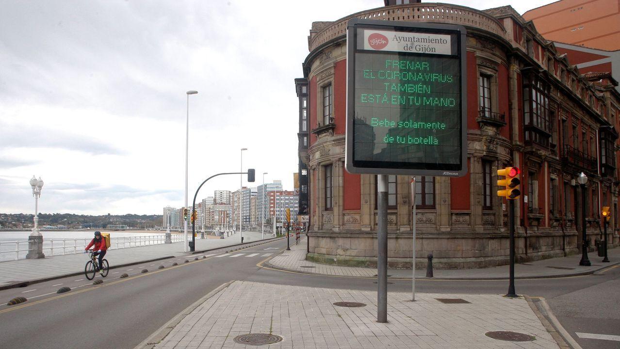 Gijon Muro de San Lorenzo corte.Aspecto vacío que presenta el paseo marítimo de Gijón