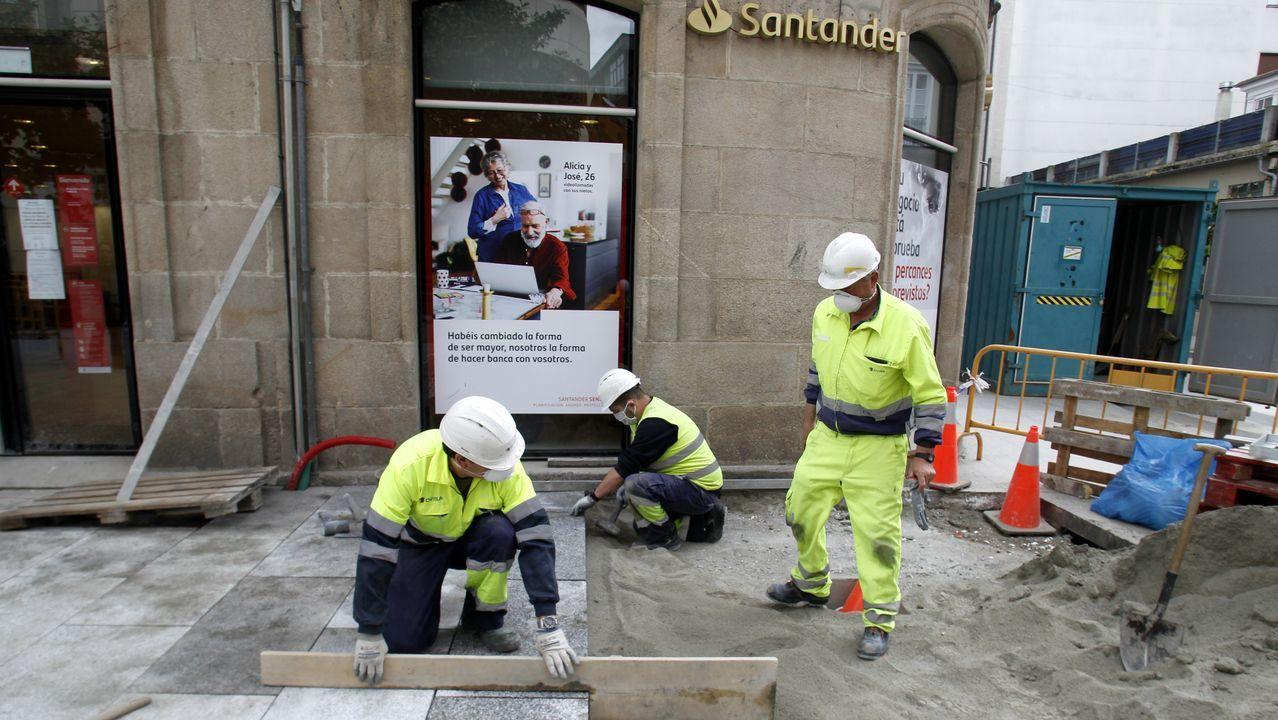 Los trabajadores dan los últimos retoques a las obras, en una imagen de archivo