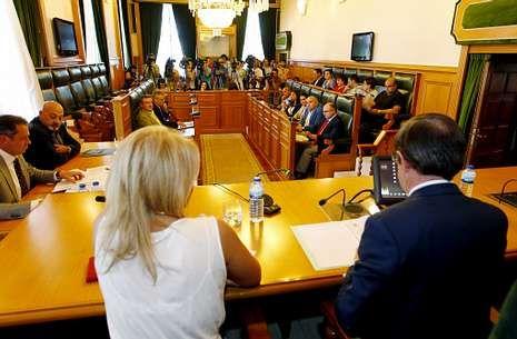 El instituto de las mujeres sobresalientes.Los escaños vacíos del PP evidenciaron la profunda crisis de gobierno en el pleno de ayer.