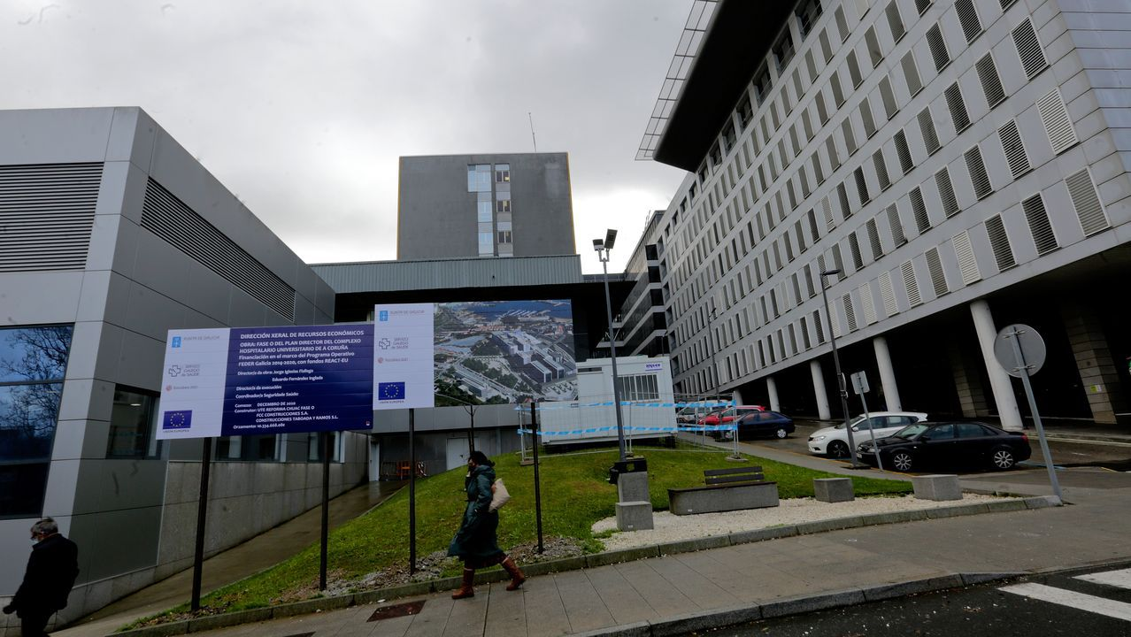 Primer vacunado contra el covid en A Coruña.Las obras ya están anunciadas y la caseta instalada