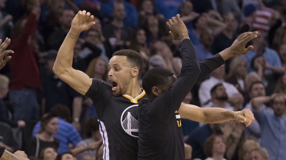 Curry se exhibe ante los Thunder