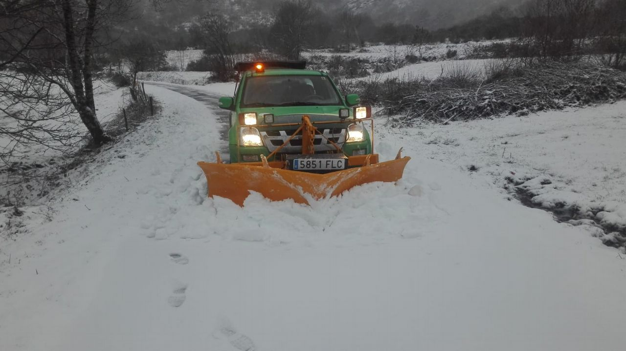 La nieve cae con fuerza en los alrededores de Lugo.Nieve en A Fonsagrada