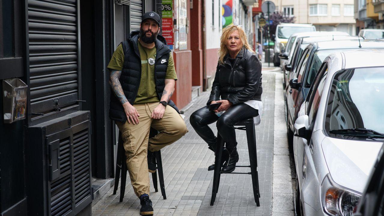 La mascarilla se instala en las calles de A Coruña.Hosteleros, camareros, propietarios de comercios y otros profesionales viven a espensas de cobrar las ayudas