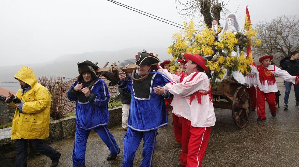 25 años de la Fundación San Rosendo.La comitiva tuvo que tirar del carro