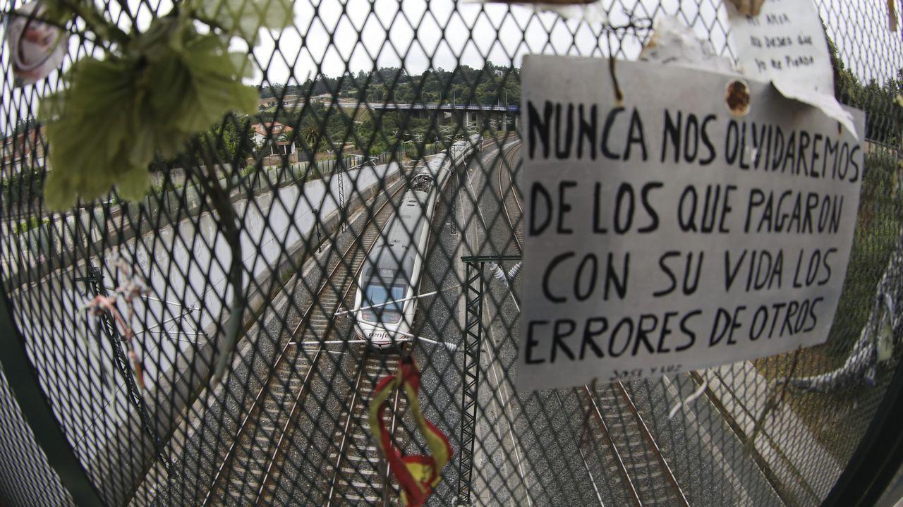 1.827 días reclamando justicia y verdad.Antonio Lanchares, en el centro, antes de declarar por el accidente del Alvia